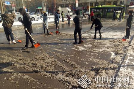 立新社区:党员干部齐上阵 道路安全有保障