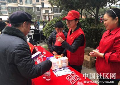 青年志愿者助力兴隆园社区元宵节趣味活动(图
