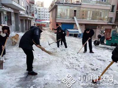 清冰除雪 方便居民出行