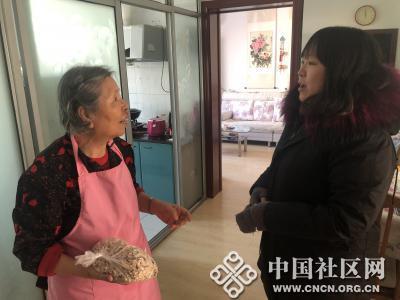 湖光社区组织慰问辖区失独老人家庭