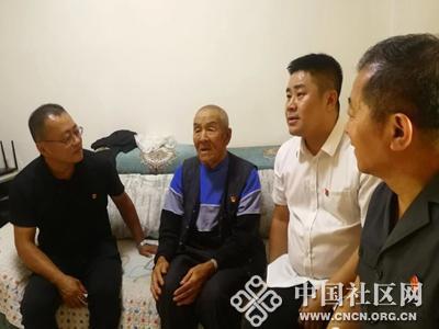 """""""七·一""""慰问老党员 组织关怀暖人心"""