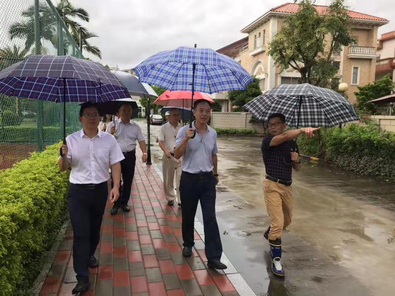 心系居民,街道领导到怡锦社区协调解决民生难
