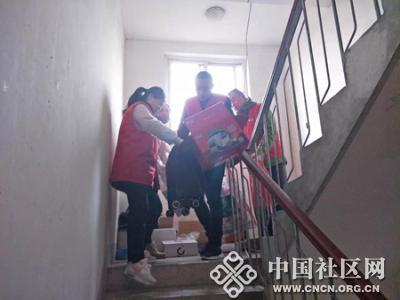 卧牛山街道:党员志愿者 打扫卫生忙