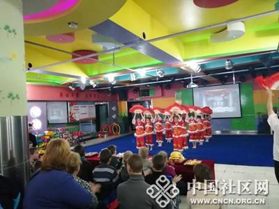 中俄儿童共迎新年 共育友谊之花