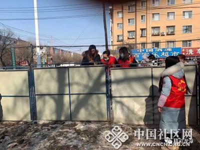 广西社区党委携手爱心企业对小区进行封闭管