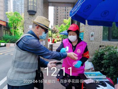 志愿者吴玉芳:疫情之下,我做不到袖手旁观