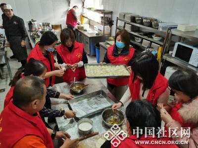 红楼社区开展冬至包饺子活动